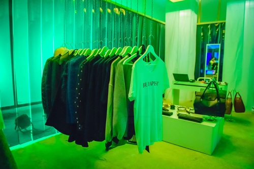 miklos-kiss-heineken-pop-up-store-central-european-fashion-days-budapest-design-week-2014-hungary-designboom-10.jpg